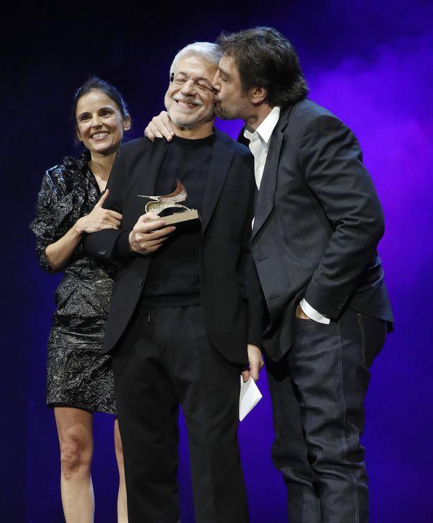 Foto: Elena Anaya, Juan Carlos Corazza y Javier Bardem. (Gtres)