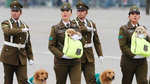 Oficiales chilenas con los nuevos miembros del cuerpo