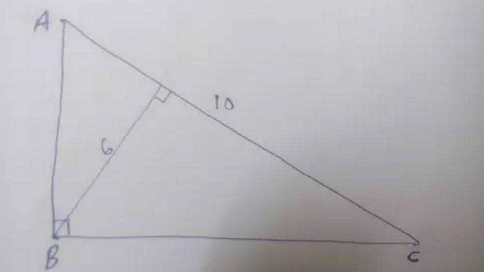 Microsoft pone a prueba a sus candidatos con este triángulo. ¿Sabes hallar su área?