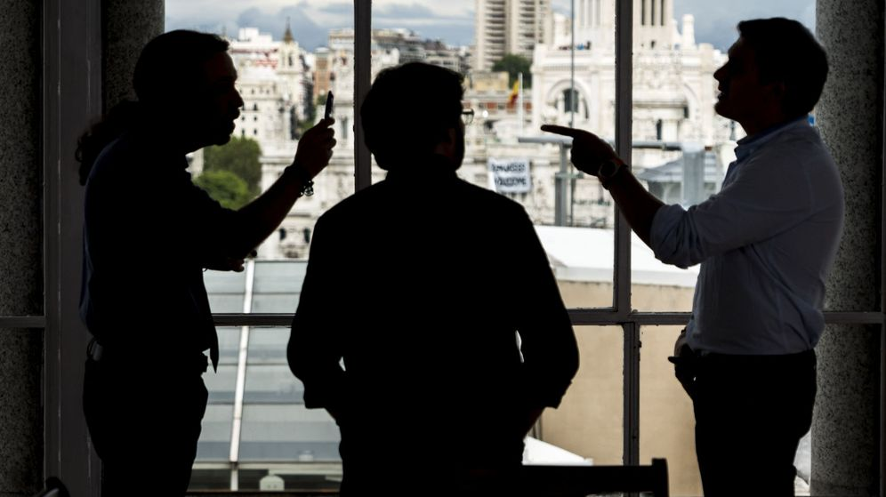 Foto: Rivera e Iglesias debaten y se 'enganchan' en el cara a cara de Jordi Évole. (EFE)