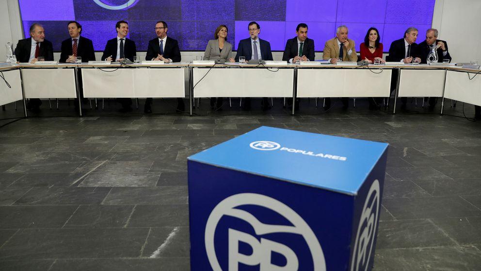 Primarias, limitar mandatos y acumular cargos: el PP intenta animar su congreso