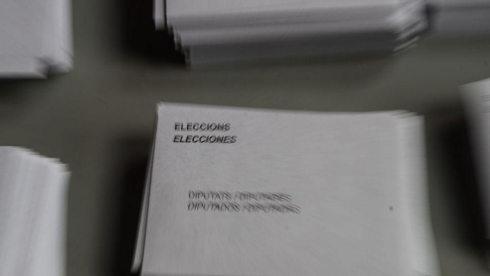 Foto: Papeletas y sobres electorales. (EFE)