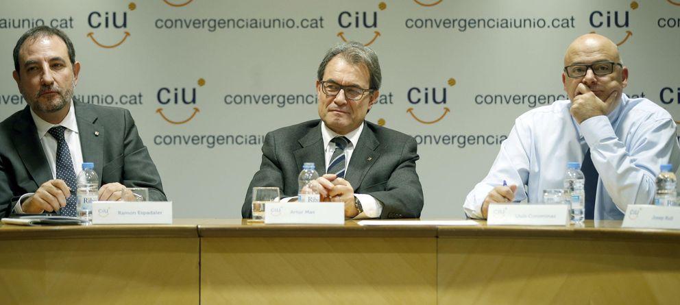 Foto: El secretario general de UDC, Ramon Espadaler; el presidente de Convergència, Artur Mas; y el vicesecretario de organización, Lluís Corominas. (EFE)