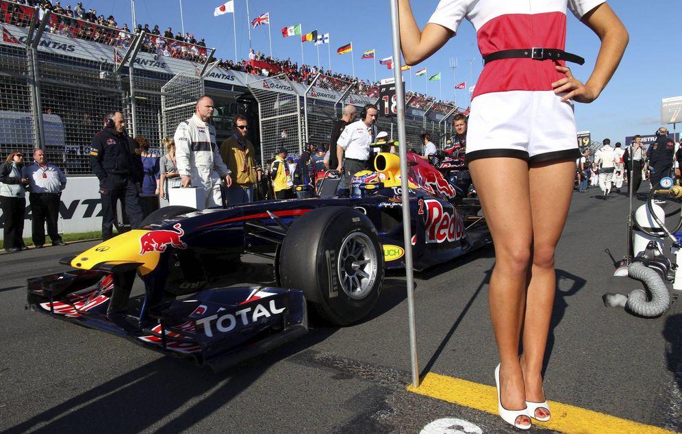 Foto: Qué hacer en la Fórmula 1 cuando pillabas a tu piloto con una azafata en el camión. (EFE)