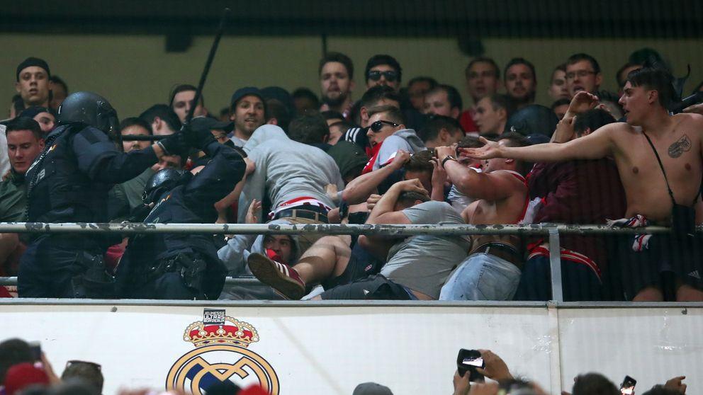 Carga policial contra un grupo de aficionados del Bayern de Múnich