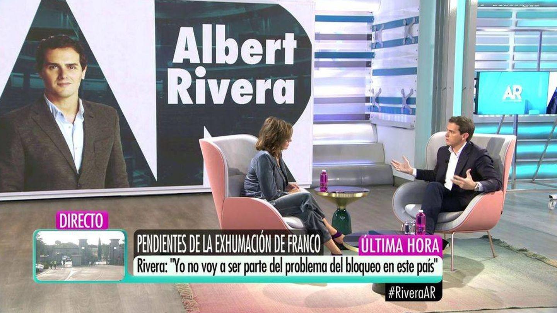 Ana Rosa, entrevistando a Albert Rivera. (Mediaset)