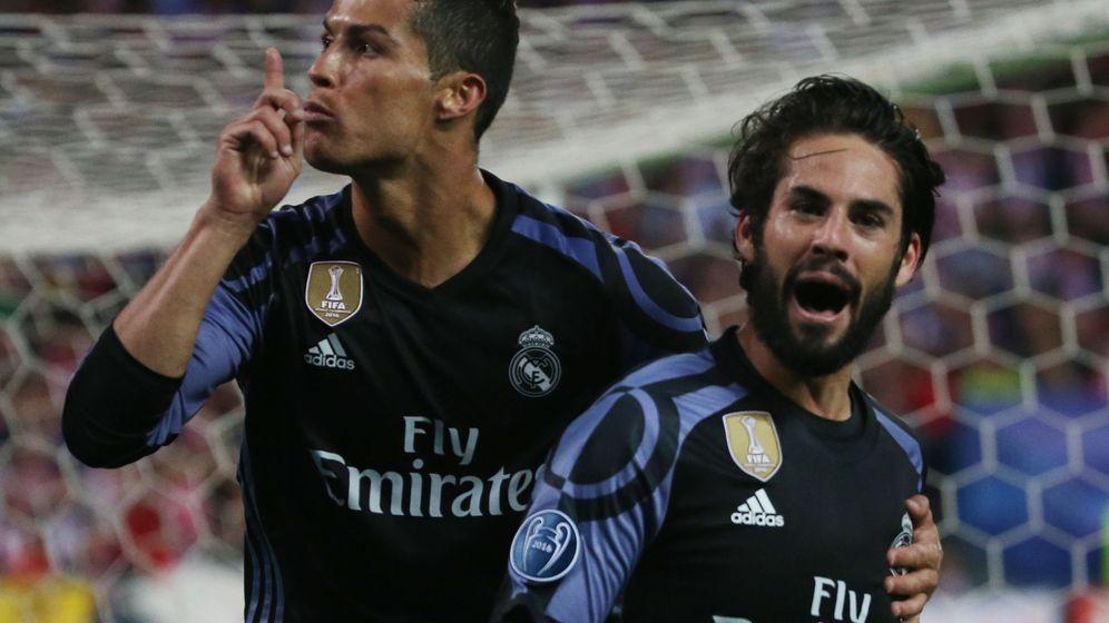 Foto: Cristiano Ronaldo mandando callar al Calderón. (Reuters)