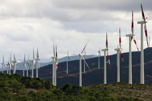 Sebastián paga 1.300 millones de más a las renovables y encarece el recibo de la luz