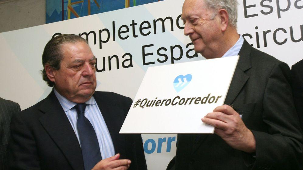 Foto: El presidente de la Asociación Valenciana de Empresarios (AVE), Vicente Boluda (i), y el presidente del Cercle d'Economia, Juan José Bruguera. (EFE)