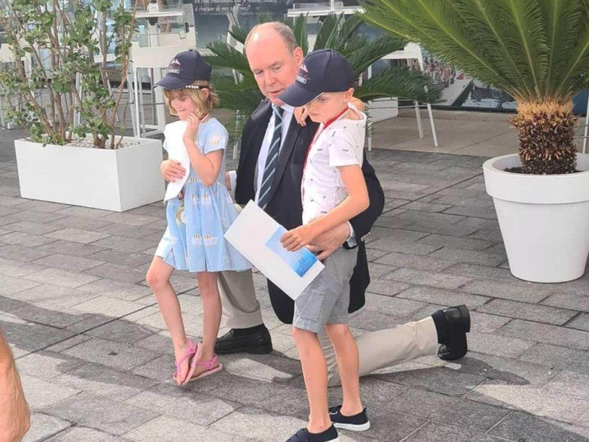 Foto: Alberto de Mónaco y sus hijos, los mellizos Gabriella y Jacques. (Instagram @mariziovale)