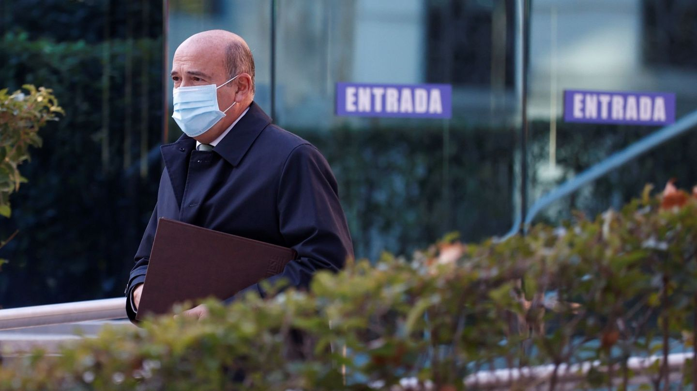 El guardia civil Diego Pérez de los Cobos, a su llegada a la Audiencia Nacional en Madrid. (EFE)
