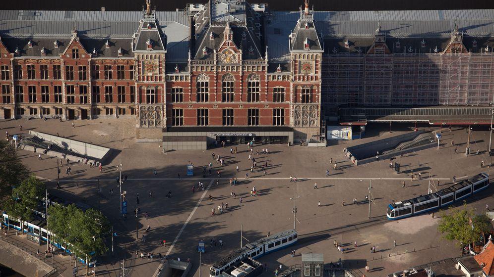 Foto: La estación central de Ámsterdam, donde se ha producido el ataque con cuchillo. (Reuters)