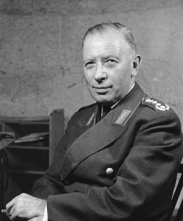 Foto: El general Adolf Heusinger en 1960, con el uniforme del Bundeswehr.
