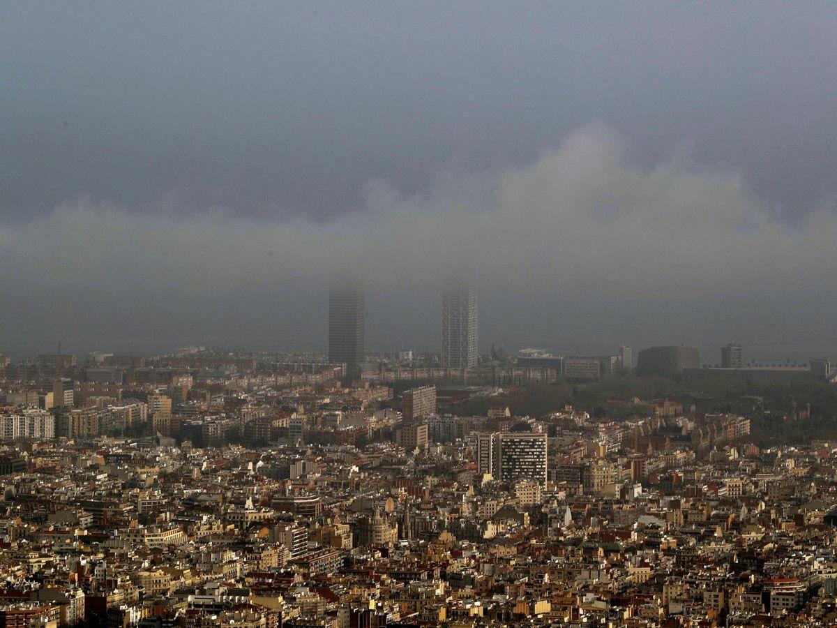 Foto: Episodio de alta contaminación del aire en Barcelona. (EFE)