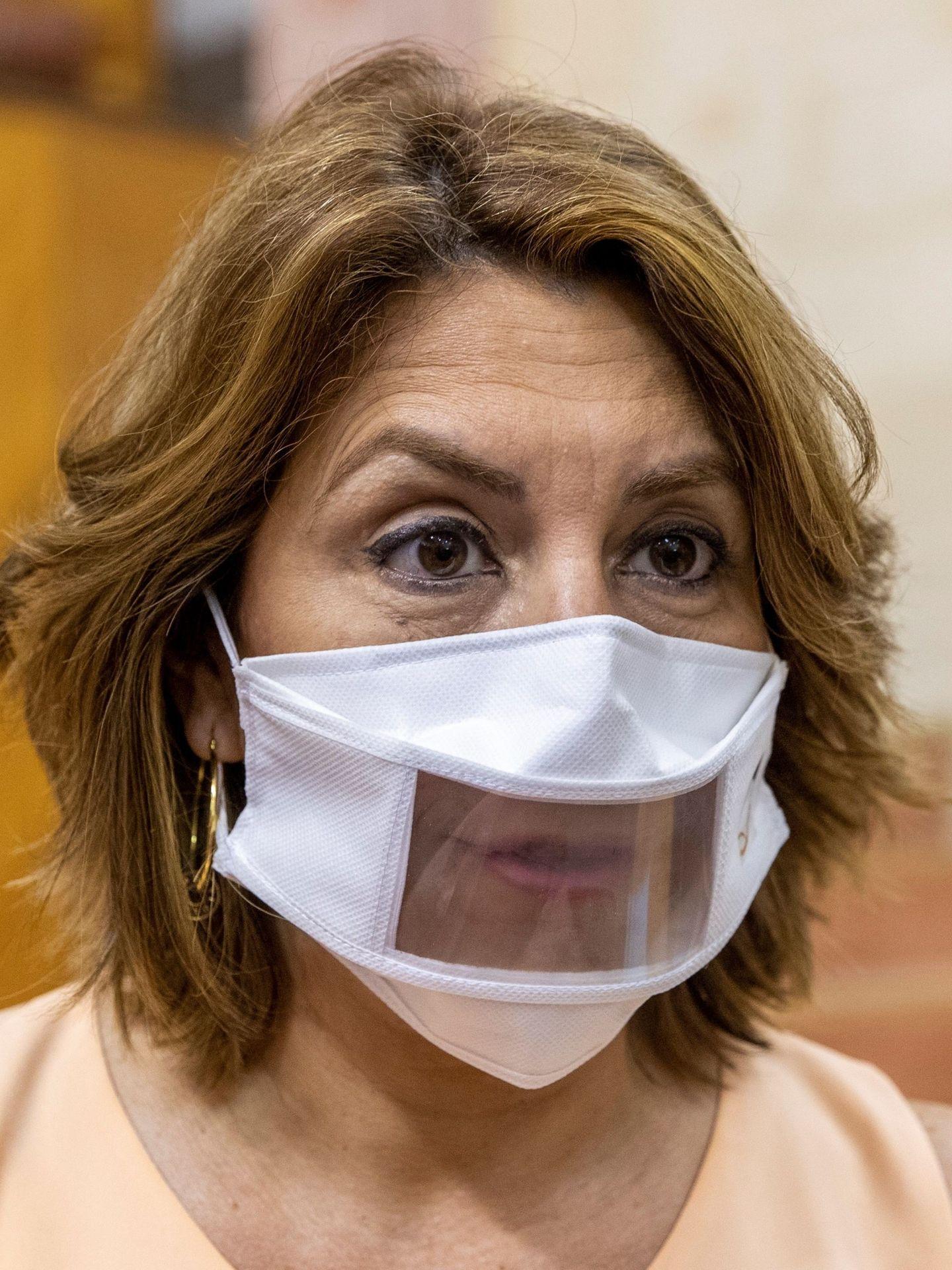 Susana Díaz lleva una mascarilla con visor para facilitar la lectura labial. (EFE)