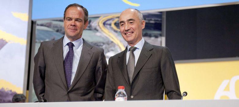 Foto: Fotografía facilitada por Ferrovial del CEO, Íñigo Meirás, (i) y el presidente, Rafael del Pino. (EFE)