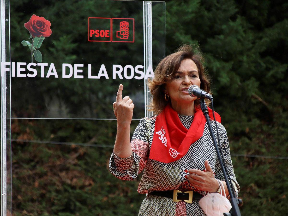 Foto: La exvicepresidenta primera del Gobierno Carmen Calvo, en la última Fiesta de la Rosa del PSOE de León, el pasado mes de julio. (EFE)