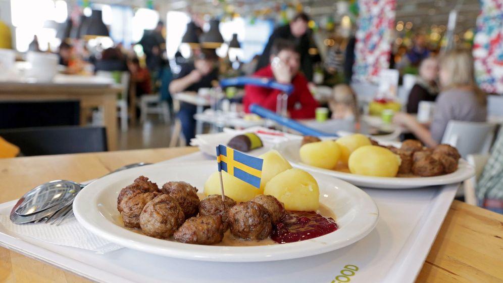 Foto: Ikea vence miles de raciones de sus famosas albóndigas cada año en todo el mundo (EFE/Maxim Shipenkov)
