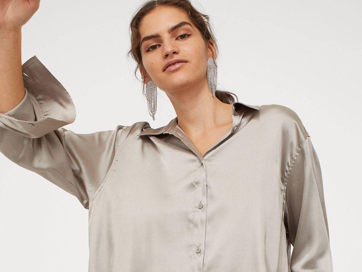 Foto: Traje de pantalón y camisa de satén de HyM. (Cortesía)