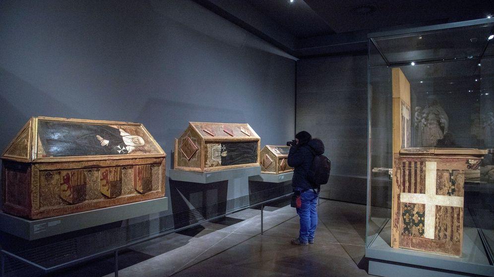 Foto: Las cajas sepulcrales y trono de Blanca de Aragón y Anjou en el Museo Diocesano de Lleida. (EFE)