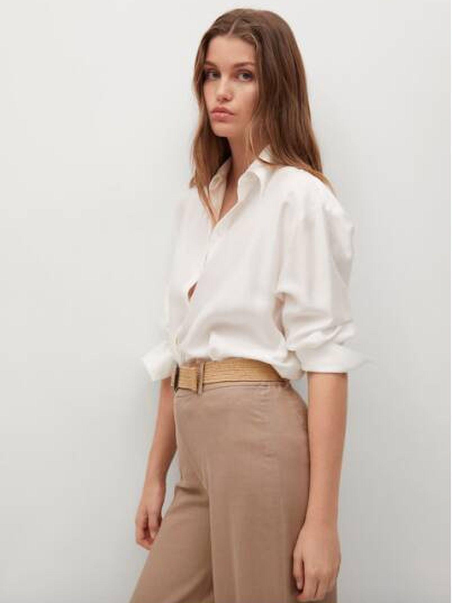 Look rebajado de Mango con pantalón de lino y camisa blanca. (Cortesía)