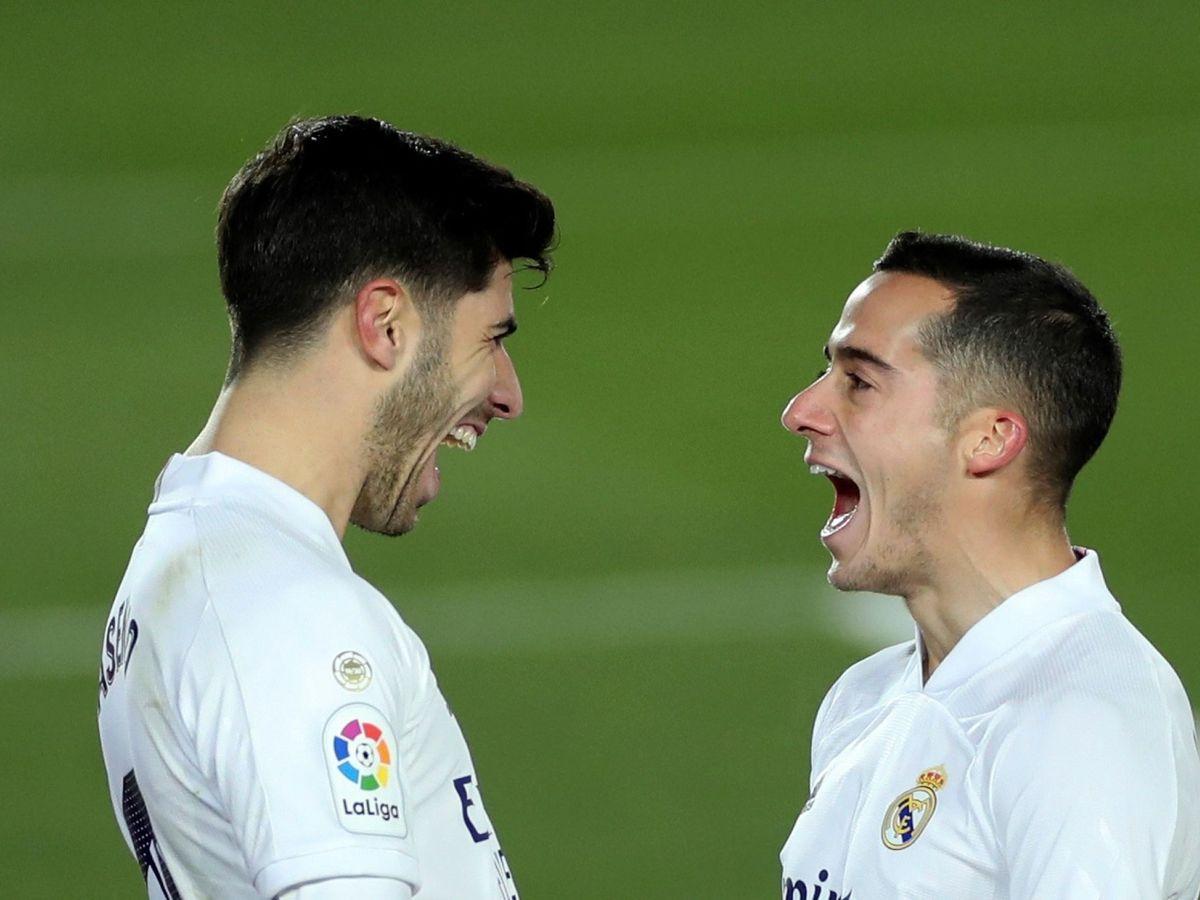 Foto: Marco Asensio y Lucas Vázquez celebran un gol en el partido entre el Real Madrid y el Celta. (Efe)