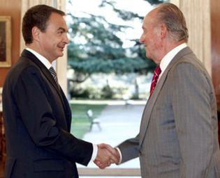 Foto: Zarzuela castiga a la prensa para que Zapatero y Rajoy no le roben protagonismo al Rey