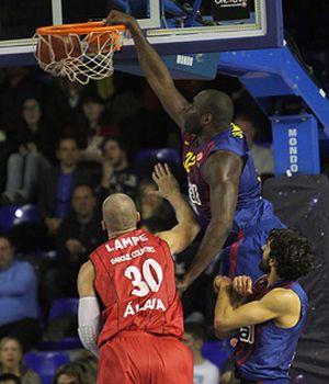 El Barça Regal asegura el liderato y dificulta el pase del Caja Laboral