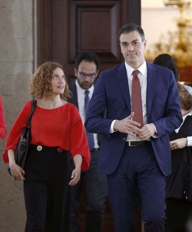 Foto: Pedro Sánchez y Meritxell Batet, a su llegada a la reunión del grupo socialista, el pasado 27 de abril en el Congreso. (EFE)