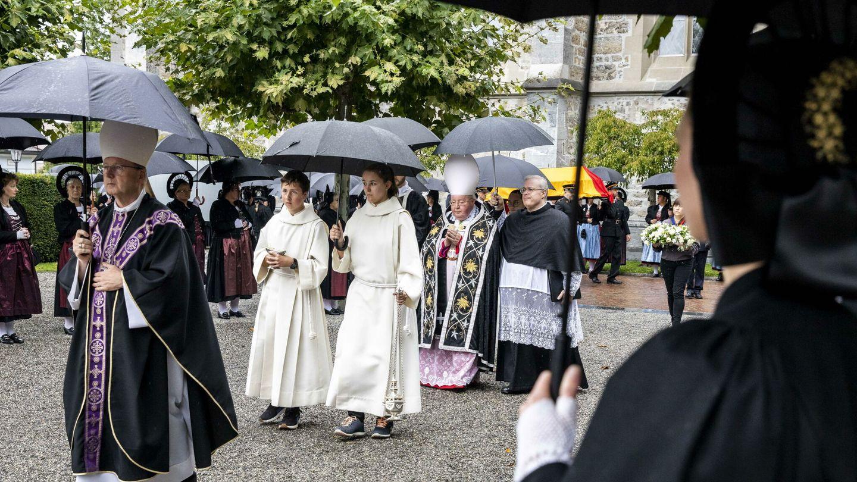El servicio religioso fue oficiado por el obispo Wolfgang Haas. (EFE)