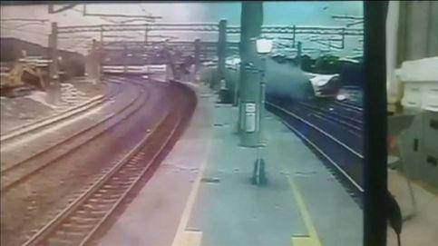 Momento del accidente de tren de Taiwán con al menos 18 muertos
