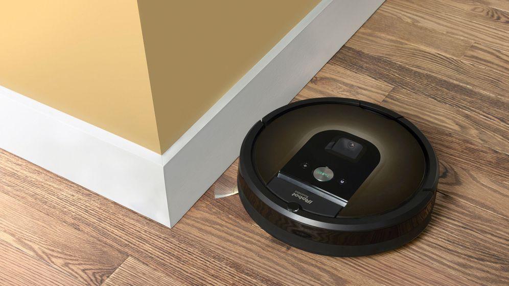 Foto: Un robot Roomba, en plena faena. (Reuters)