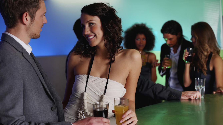 """Foto: Según la experta en flirteología Jean Smith El coqueteo es una habilidad se puede aprender"""".(iStock)"""