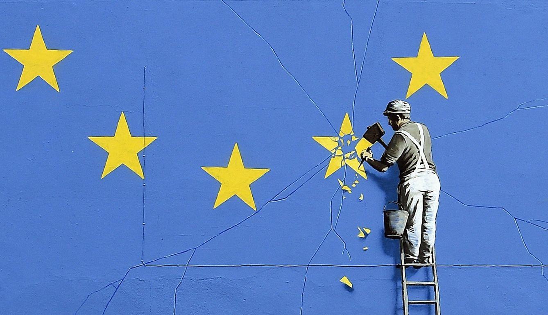 Foto: Un mural de Banksy sobre el Brexit ha aparecido en Dover. (Gerry Penny / Efe)