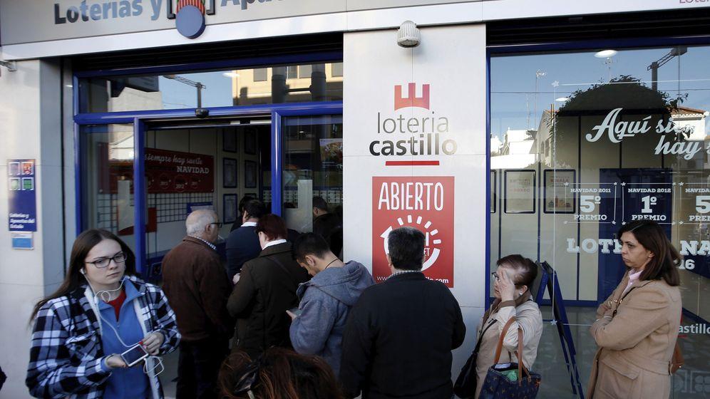 Foto: Cada español gasta 54 euros de media en comprar lotería de Navidad en Internet (EFE)