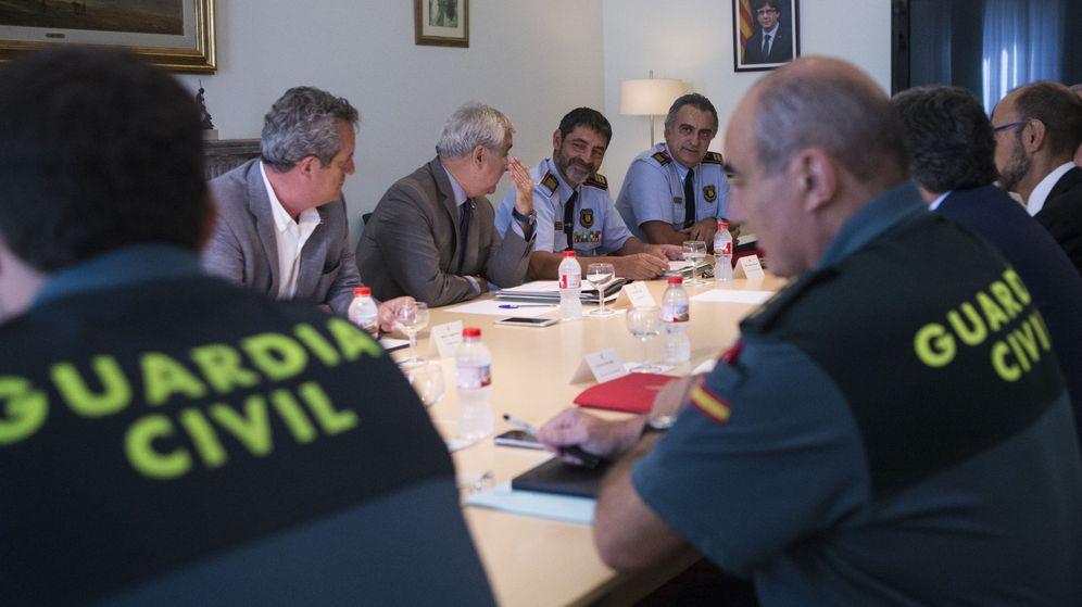 Foto: Mandos de Policía Nacional y Guardia Civil, en una reunión junto a Mossos d'Esquadra. (EFE)