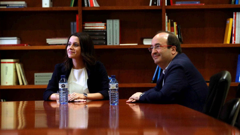 Miquel Iceta e Inés Arrimadas, el pasado 8 de septiembre en el Parlament. (EFE)