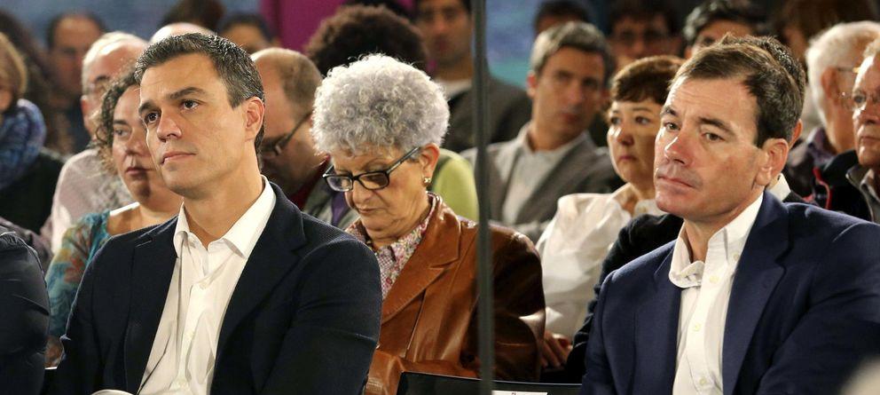 Foto: Pedro Sánchez y Tomás Gómez, en una imagen de archivo. (Efe)