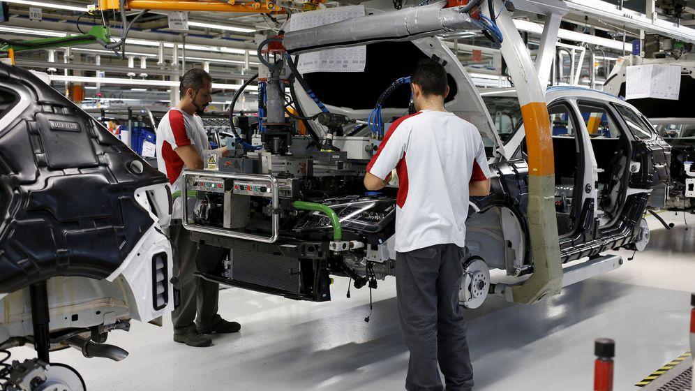 Foto: Trabajadores de la factoría de Seat, del grupo Volkswagen, en Granollers. (Reuters)