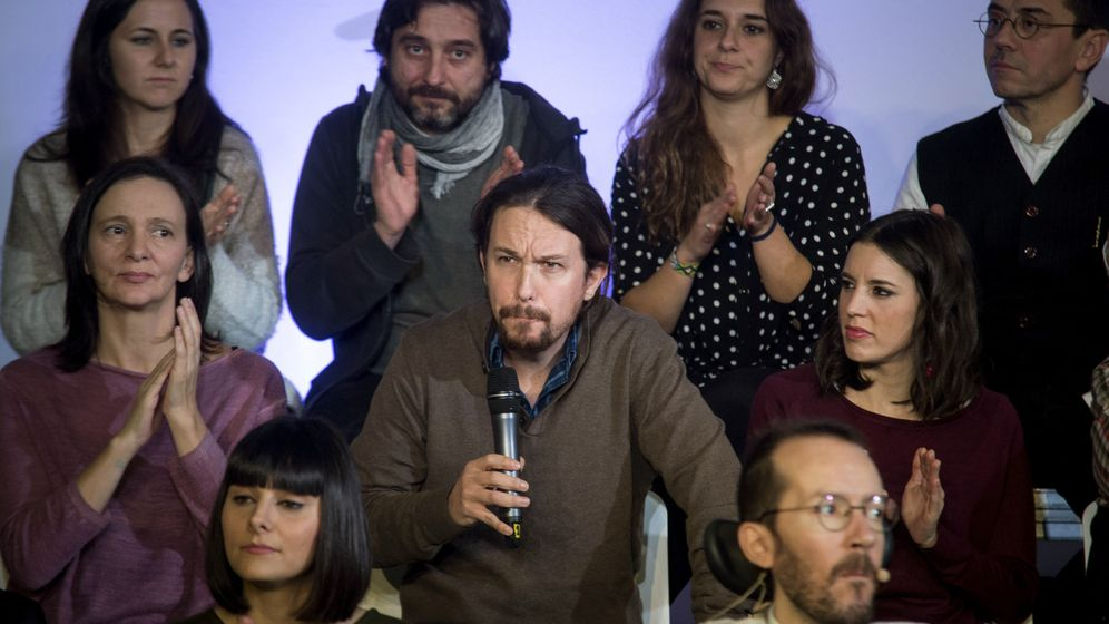 Foto: El secretario general de Podemos, Pablo Iglesias, junto a otros dirigentes durante el acto de presentación de la propuesta 'Podemos para todas'. (EFE)
