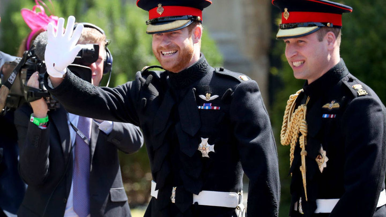 El príncipe Harry a su llegada, hace un año, a la capilla de Windsor, con su hermano Guillermo. (Getty)
