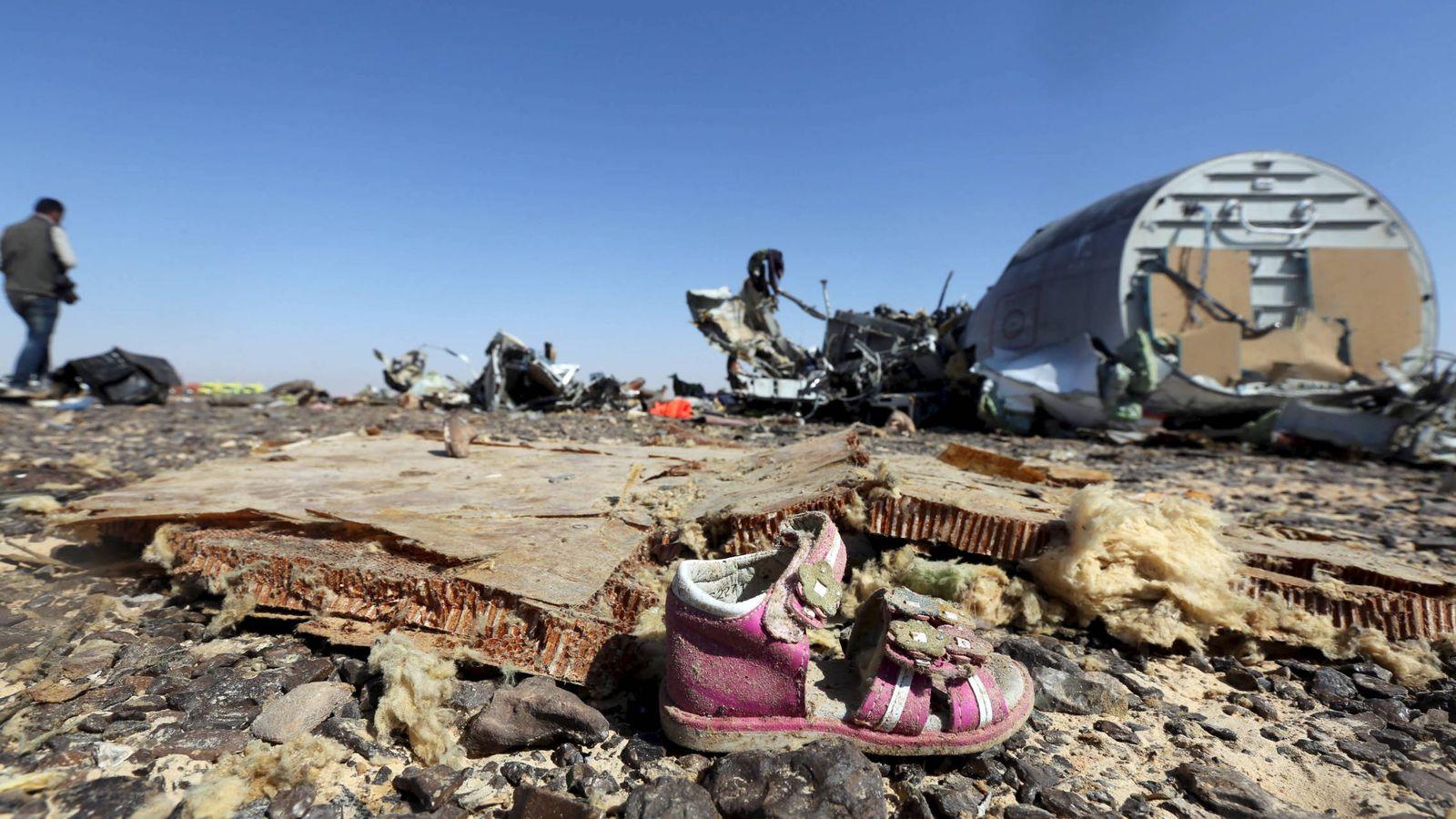 Foto: Restos del avión ruso derribado en el Sinaí, Egipto, por un atentado del Estado Islámico, en noviembre de 2015. (Reuters)