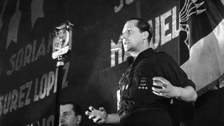 Foto: José Antonio Primo de Rivera, durante un discurso de Falange Española.