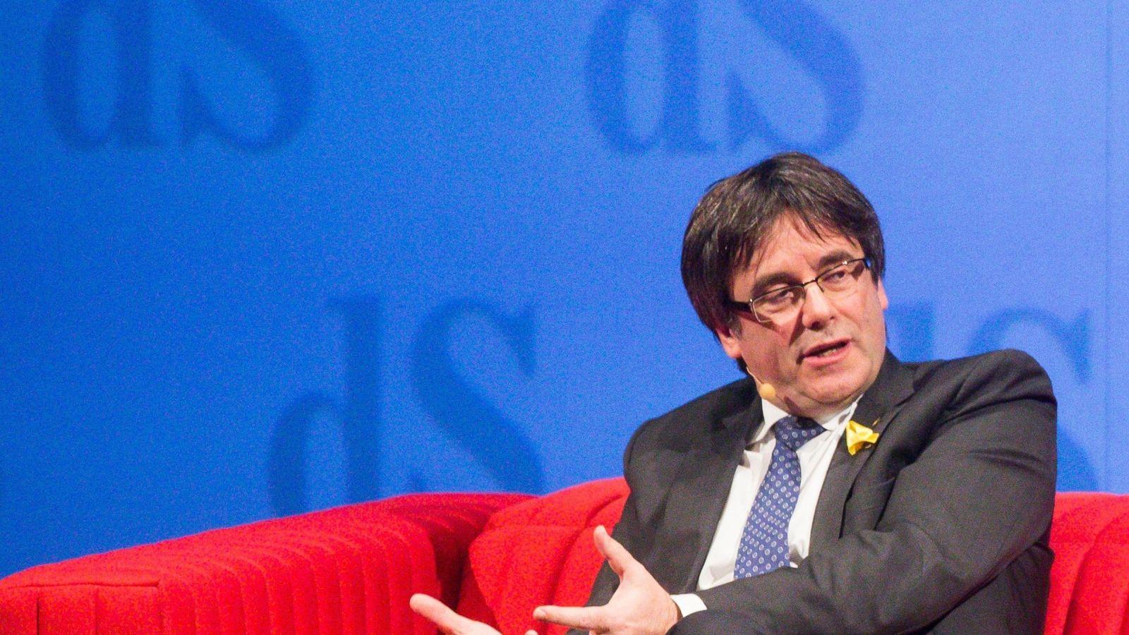 Foto: El 'expresident' Carles Puigdemont en una conferencia concedida el pasado 2 de dicembre. (Reuters)