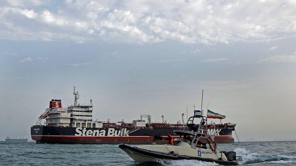 Foto: Una lancha de la Guardia Revolucionaria Iraní cerca del barco británico capturado Stena Impero. (Reuters)