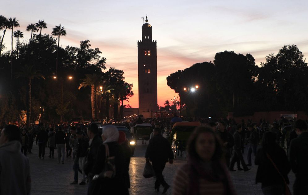 Foto: Vista noctura de la plaza de Djemaa el-Fna, la principal zona turística de Marrakech. (Reuters)