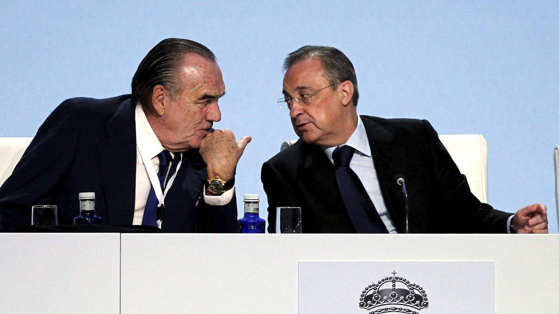 Foto: Florentino Pérez (d) y Fernández Tapias en una imagen de archivo. (EFE)