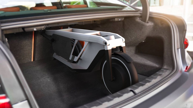 La Clever Commute cabe longitudinalmente en el maletero de un BMW Serie 3. Y colocada transversalmente, también entra en la zona de equipajes de un Mini.