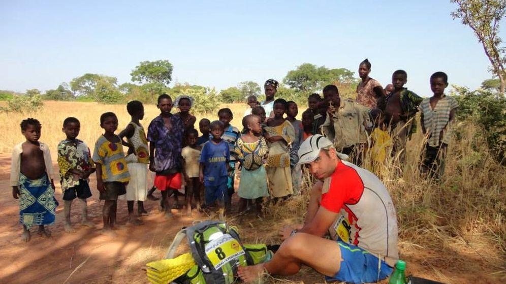 Foto: Carlos Llano en una carrera de 250 kilómetros por Madagascar.
