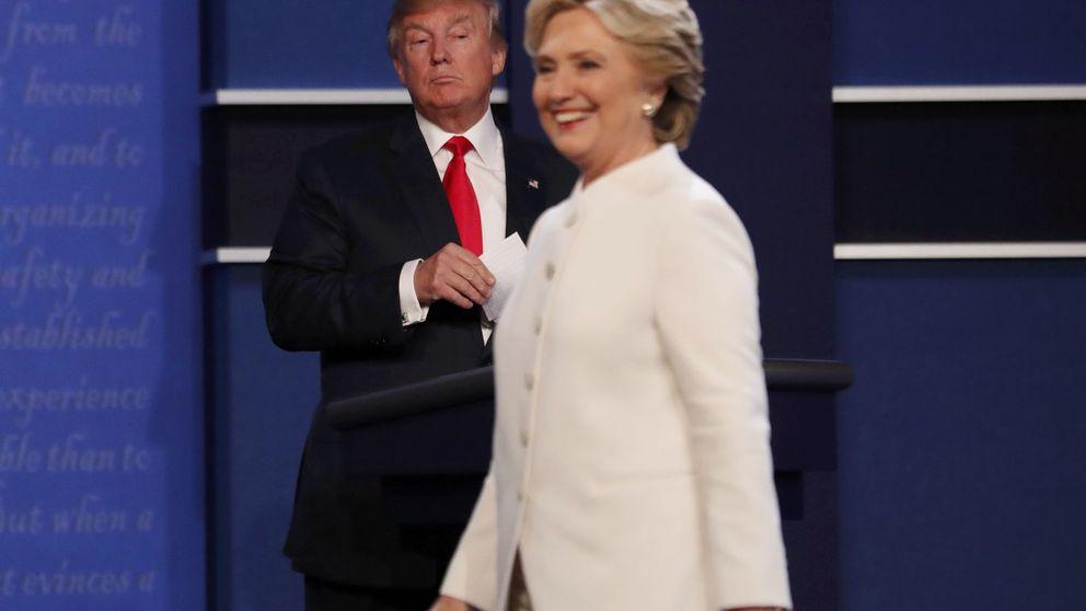 Clinton pone en alerta a EEUU: Nuestra democracia está en crisis y bajo asedio